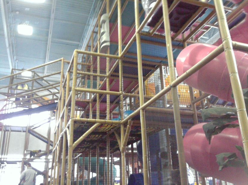 One of the indoor play structures in Castaway Play Cafe.